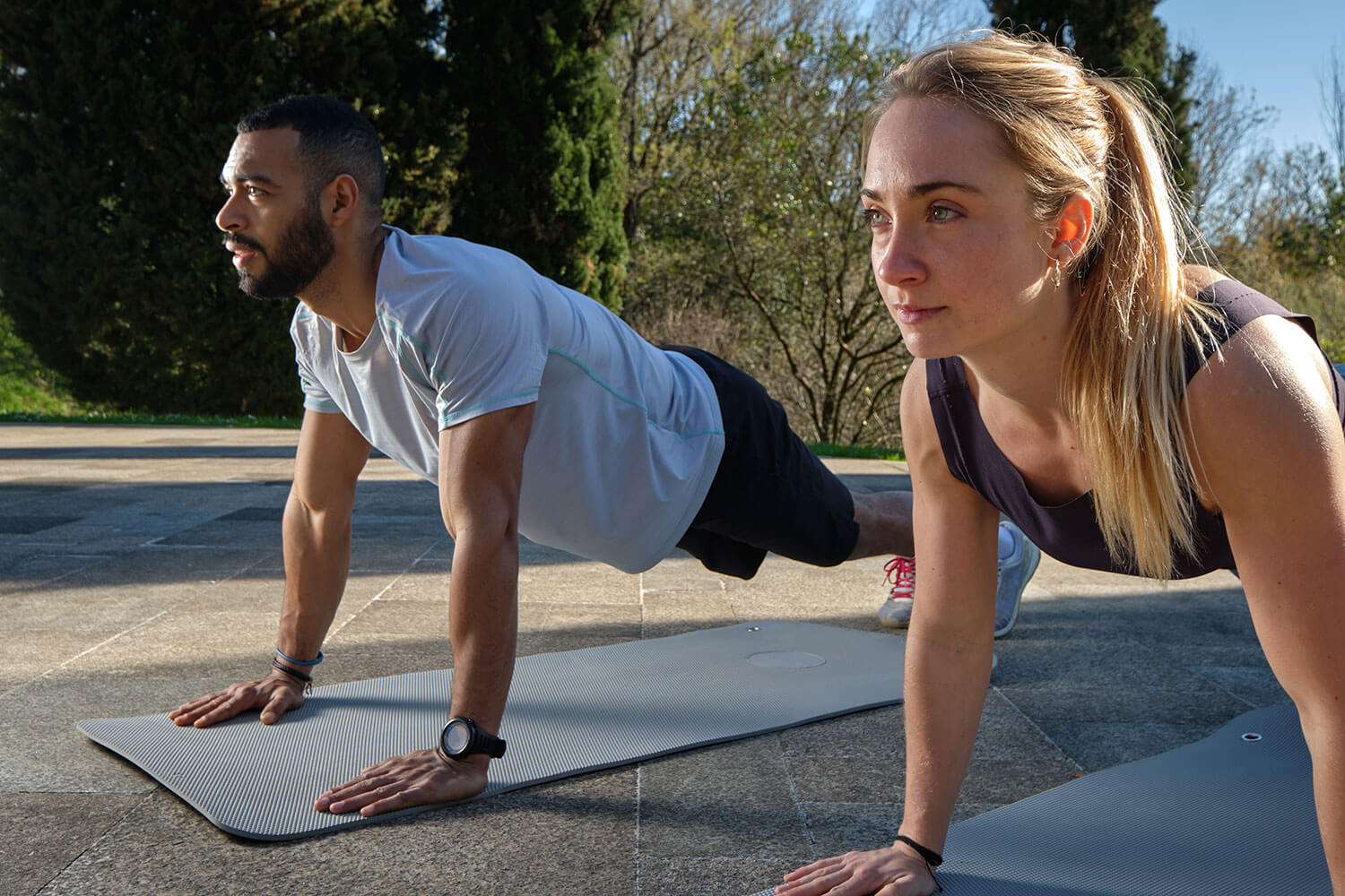 how to stay active, couple doing push ups